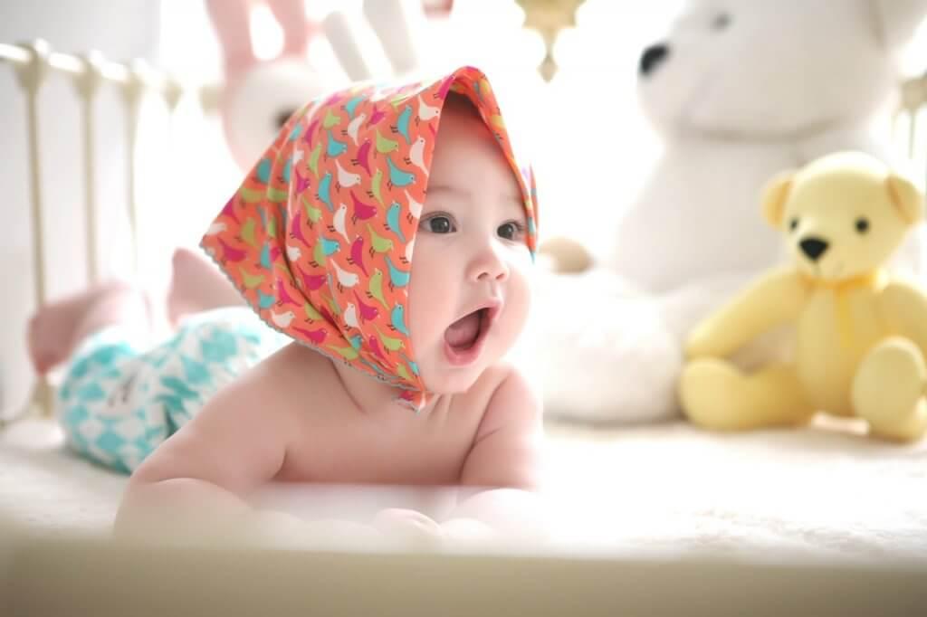 תינוק צוחק